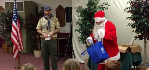 Santa visits Pack 279